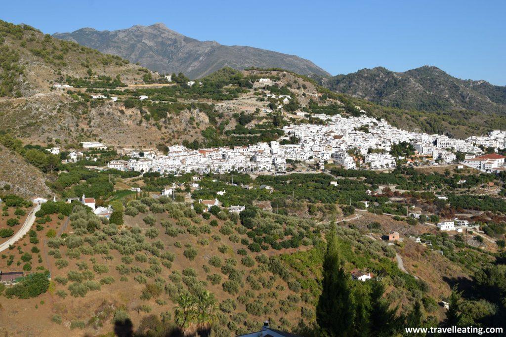 Vistas del precioso pueblo blanco de Frigiliana, una parada obligatoria en cualquier ruta por Andalucía.