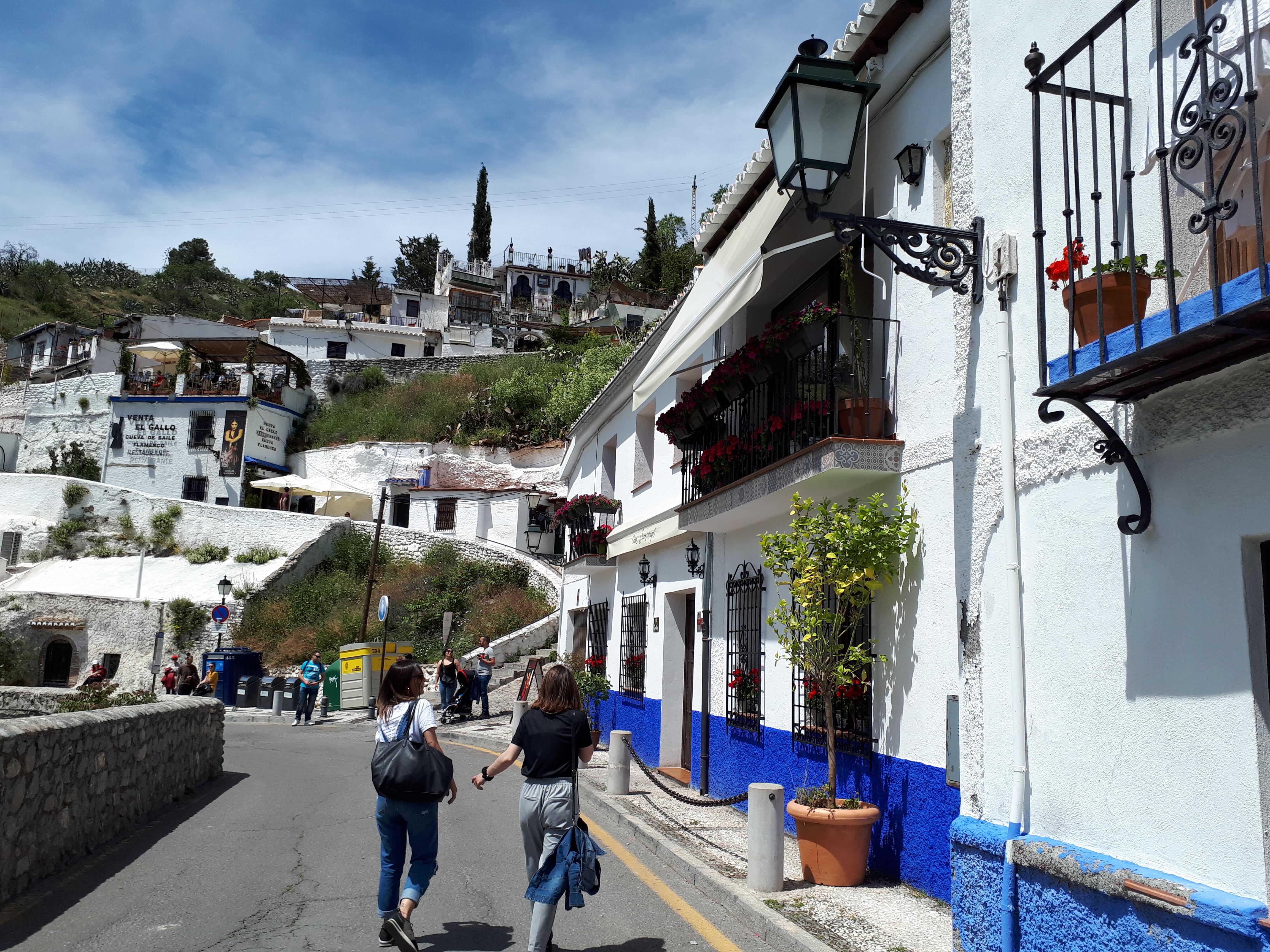Barrio de Sacromonte, con sus casas tradicionales blancas y sus cuevas.