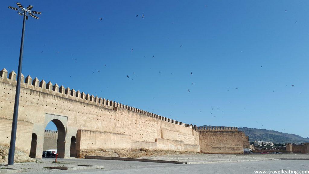 Plaza Boujloud y las murallas de la medina de Fez.