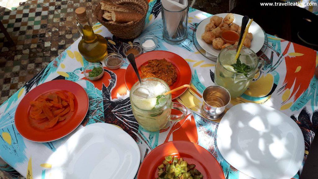 Nuestra mesa en The Ruined Garden, Fez. Nuestro restaurante preferido.