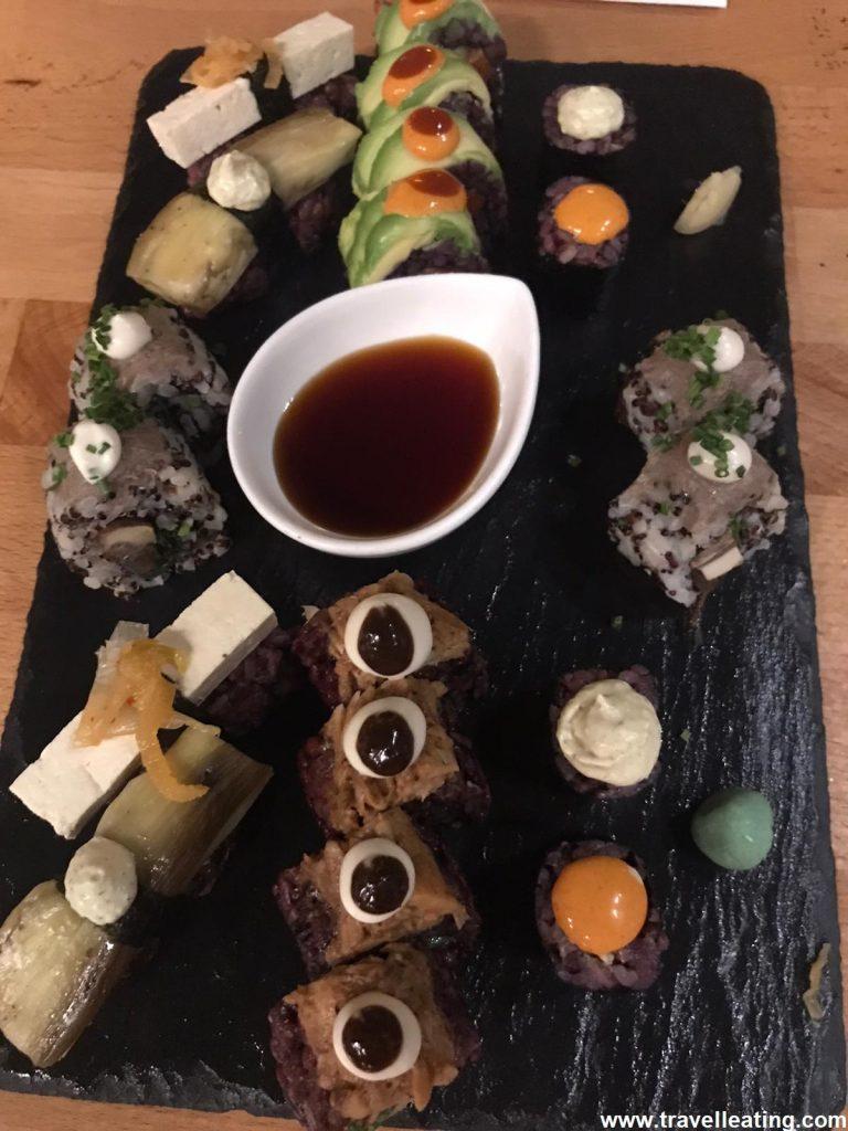 Surtido de sushi del restaurante japonés vegano Roots&Rolls.