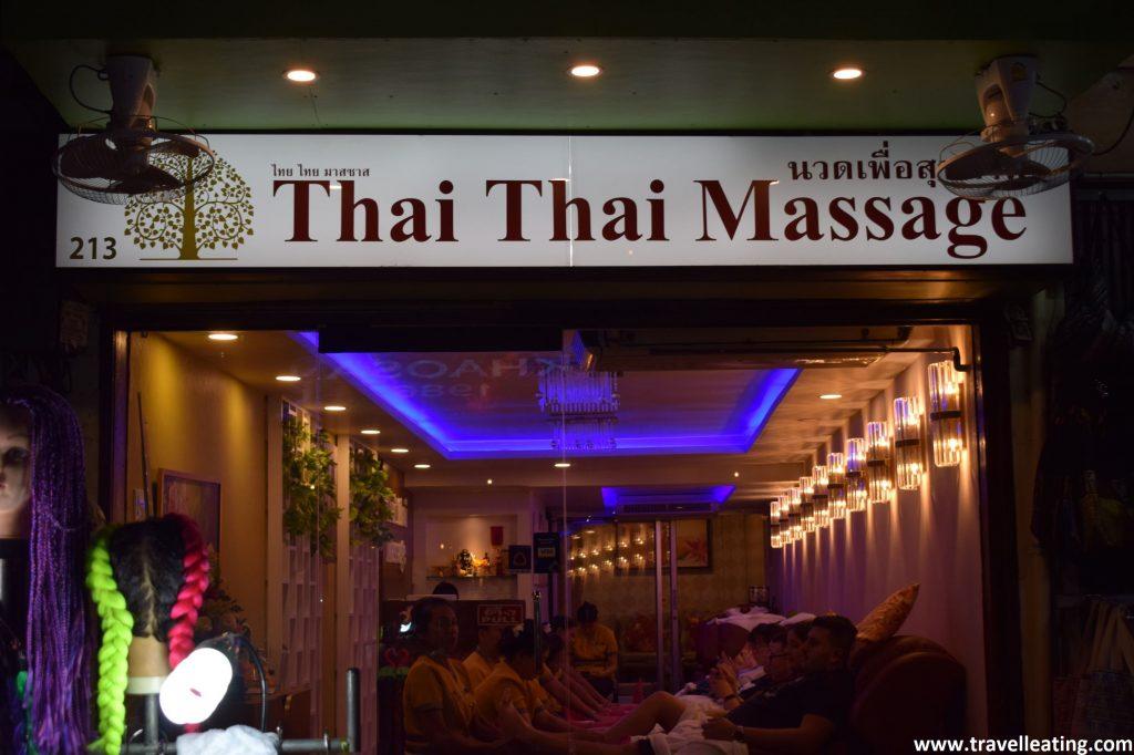 Local de masajes tailandeses. Una actividad considerada dentro de los imprescindibles de Bangkok.
