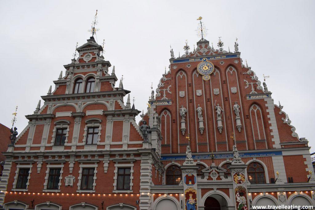 Casa de las Cabezas Negras, uno de los efidicios más bonitos de Riga..