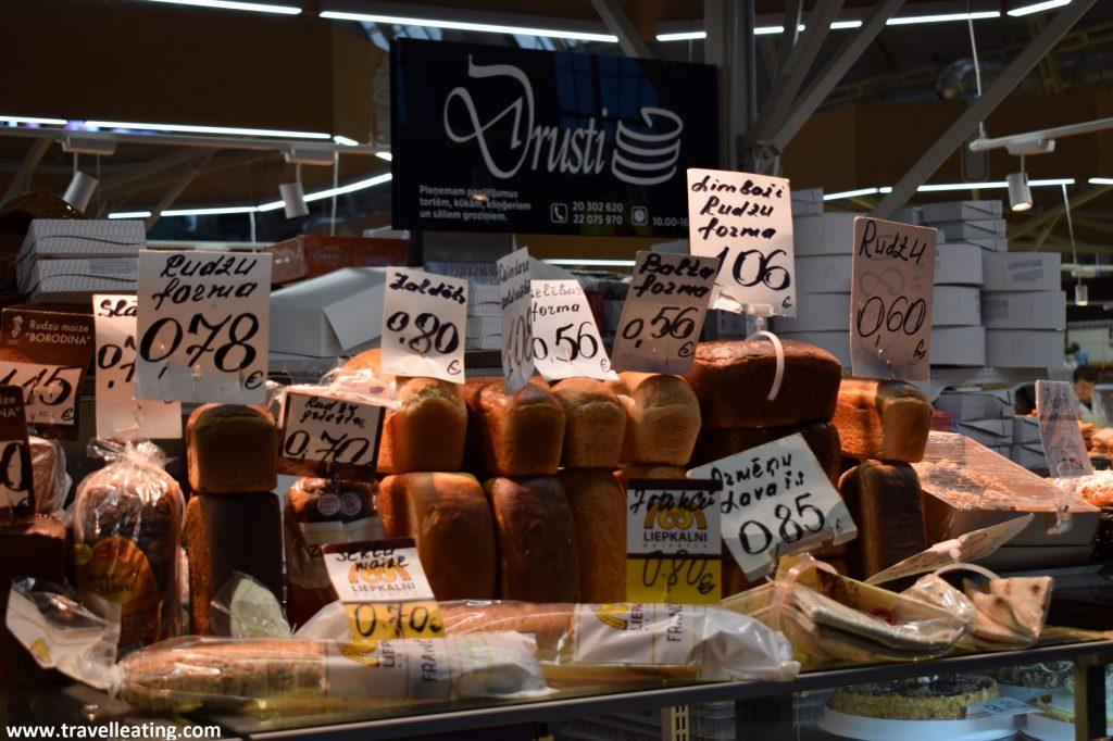Panes en el Mercado Central de Riga.