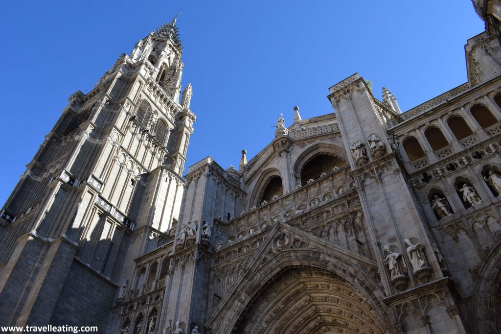 Fachada principal de la Catedral Primada de Toledo, uno de los imprescindibles que ver en esta ciudad.