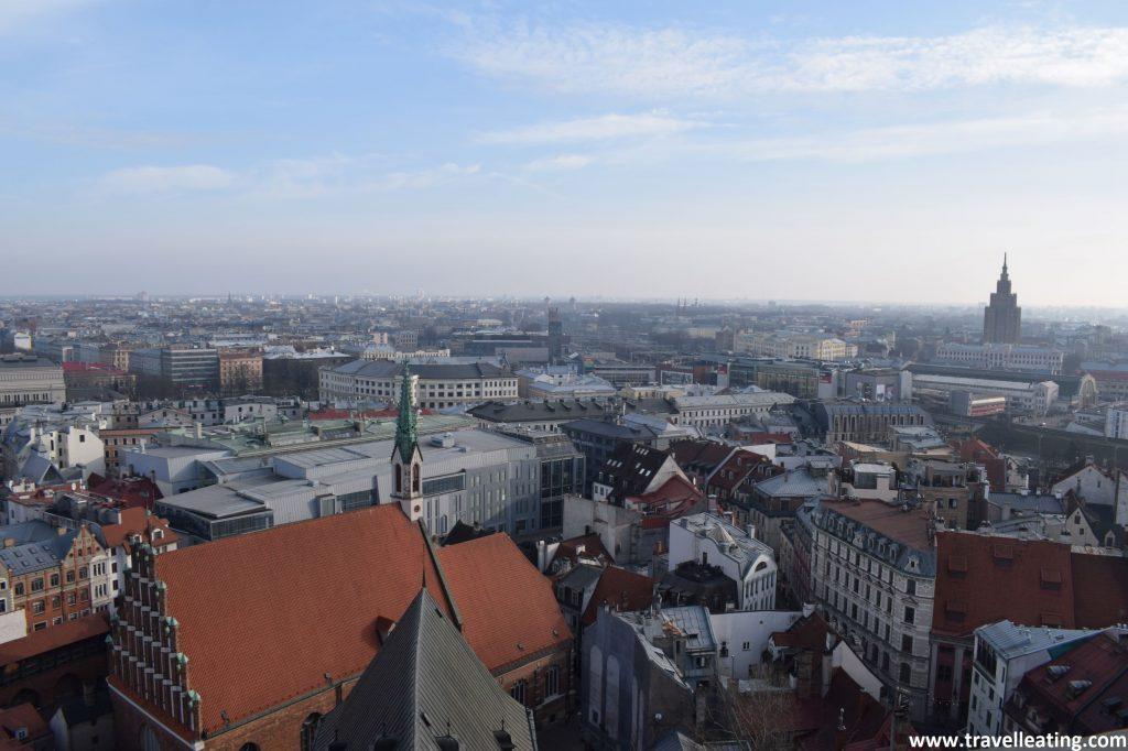 Vistas des del campanario de la Iglesia de San Pedro, en Riga.