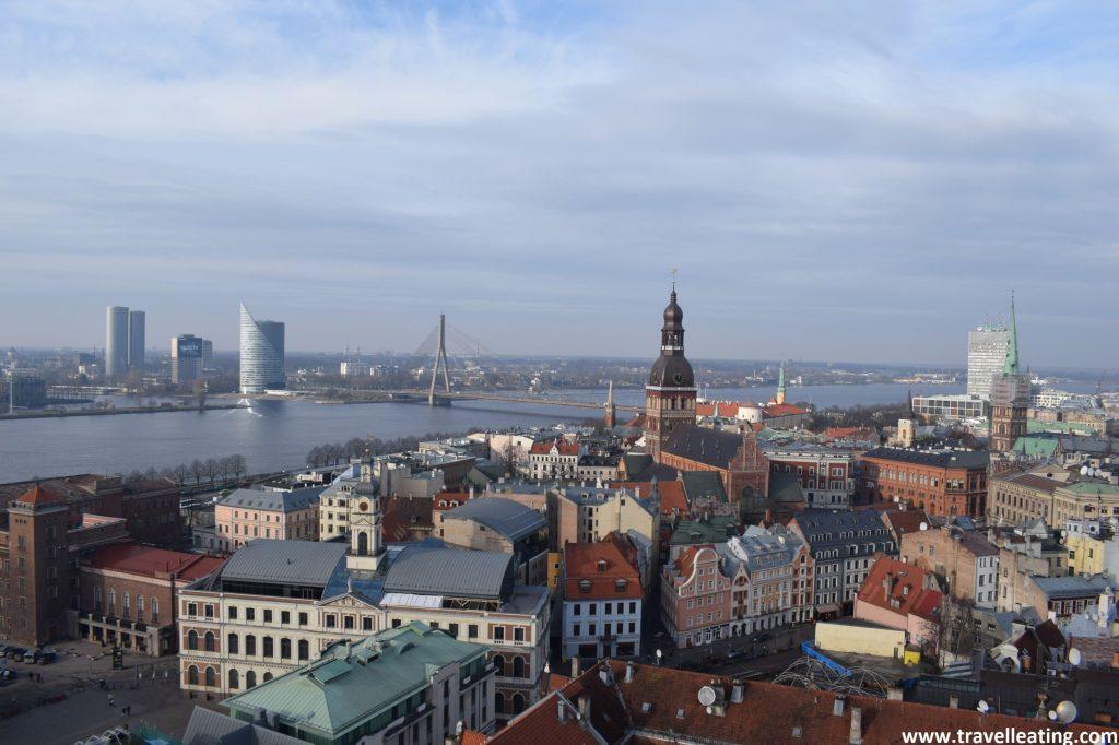 Vistas del casco antiguo de Riga des del mirador de la Iglesia de San Pedro.