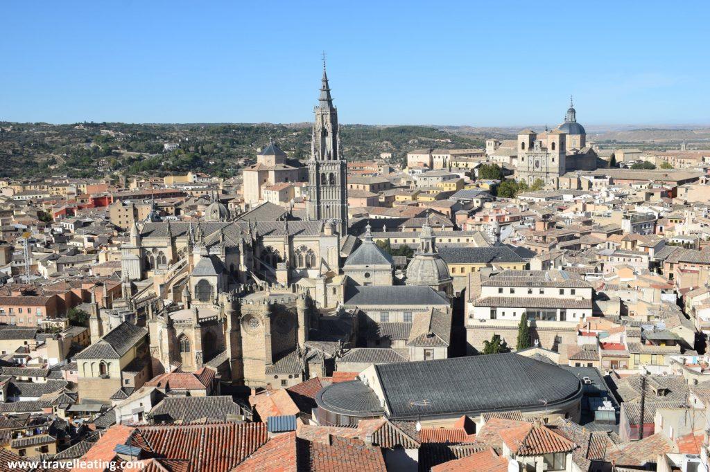 Preciosas vistas de Toledo con su Catedral Primada sobresaliendo entre sus edificios.