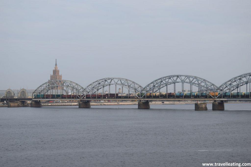 Río Daugava, el río principal de Riga.