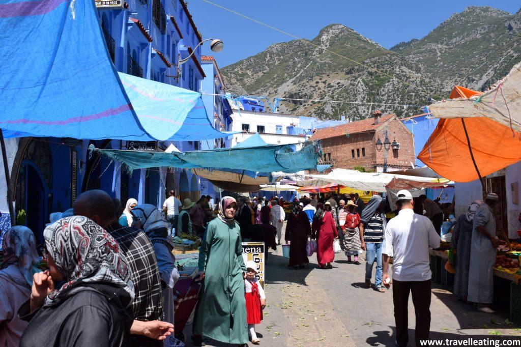 Puestos del mercado exterior de Chefchaouen.