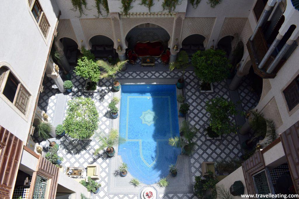 Vistas del patio interior desde la azotea. Riad Salam en Fez.