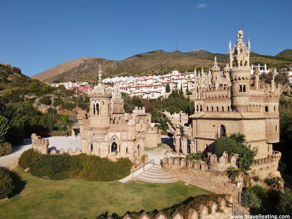El precioso castillo de Colomares en Benalmádena, todo un monumento a Cristobal Colón, es uno de los lugares que recomendamos de ver en Andalucía.