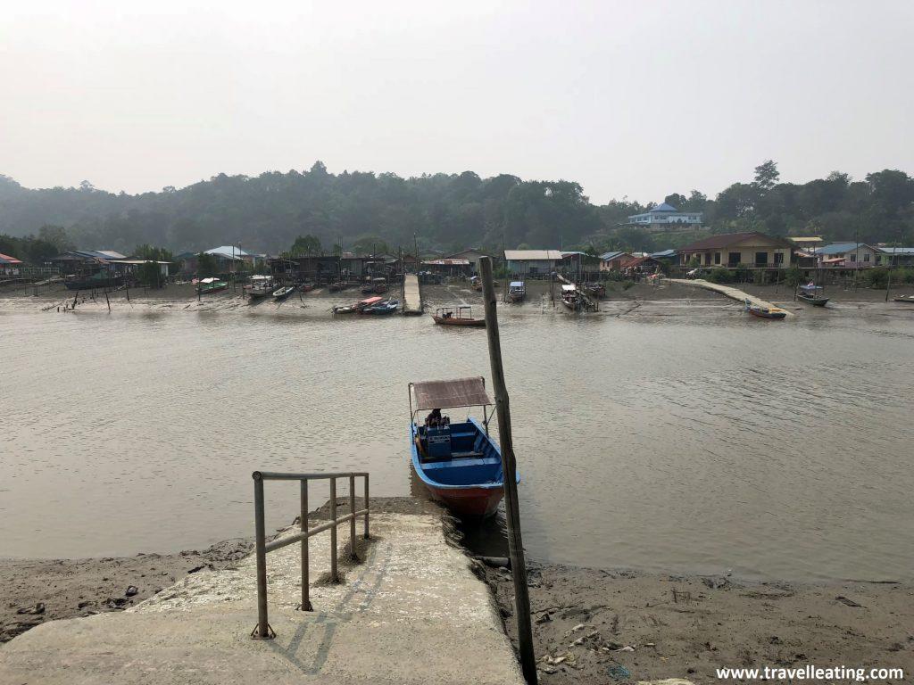 Muelle donde salen los barcos al Parque Nacional de Bako.