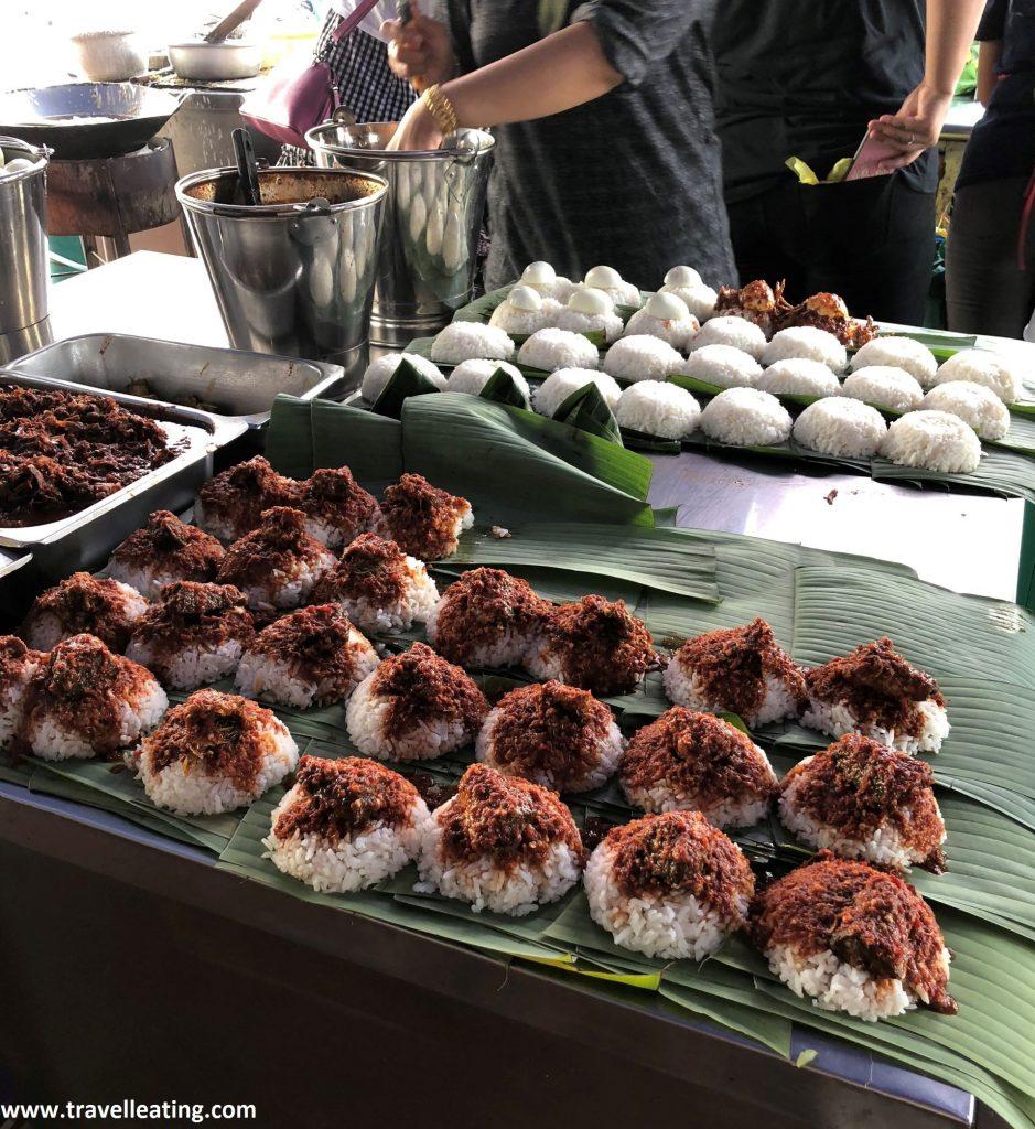 Popular puesto de nasi lemak del Sri Weld Court Food. En Georgetown.