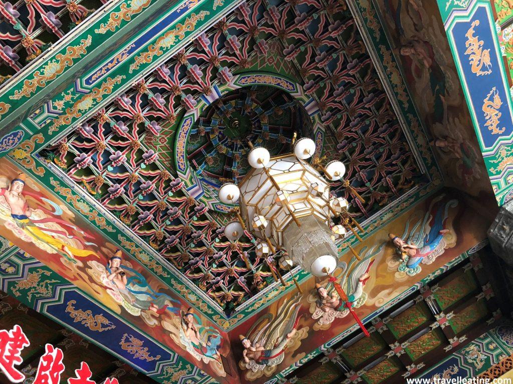 Interior de una de las salas del complejo. Templo Kek Lok Si. Georgetown, Penang.