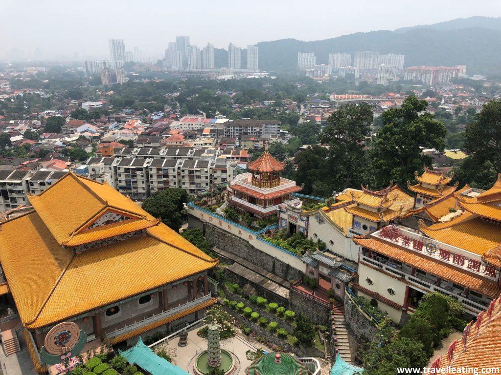 Vistas desde la Pagoda de Los Mil Budas, del Templo Kek Lok Si, en Georgetown, Penang.