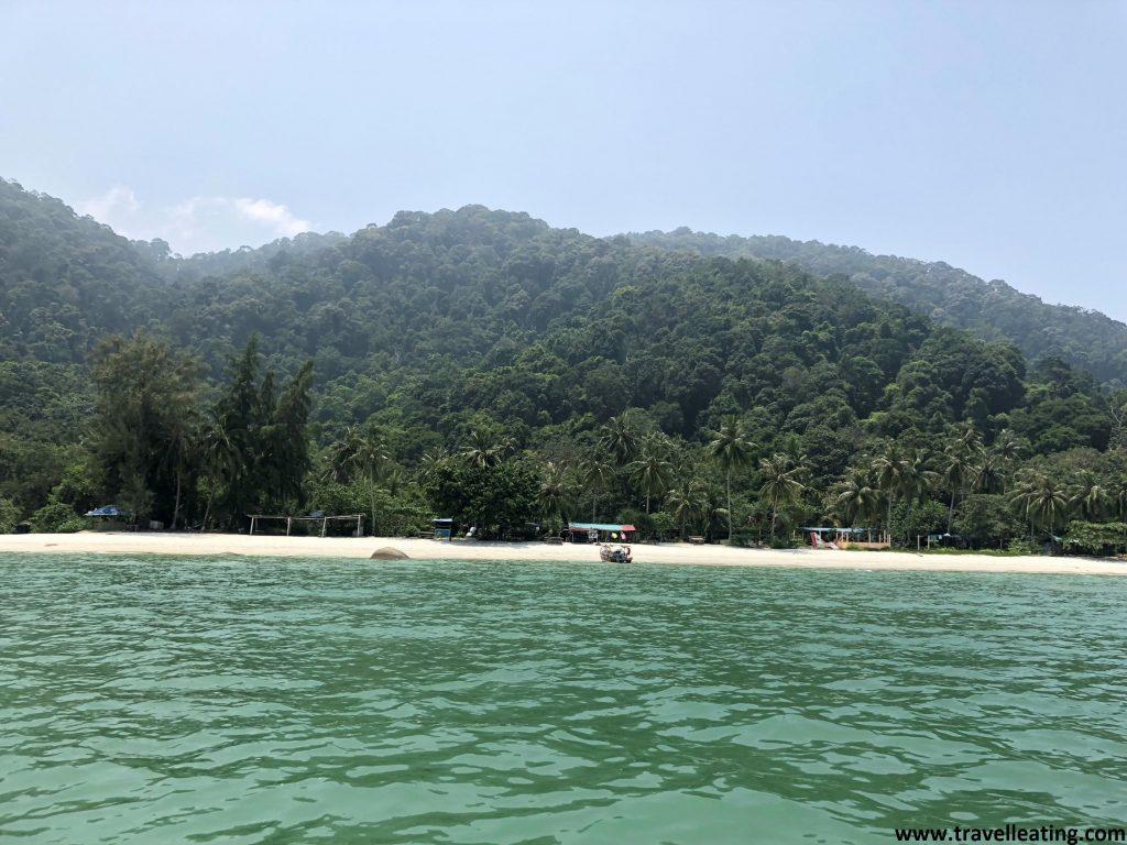 Llegando en barco a Monkey Beach, en el Parque Nacional de Penang.