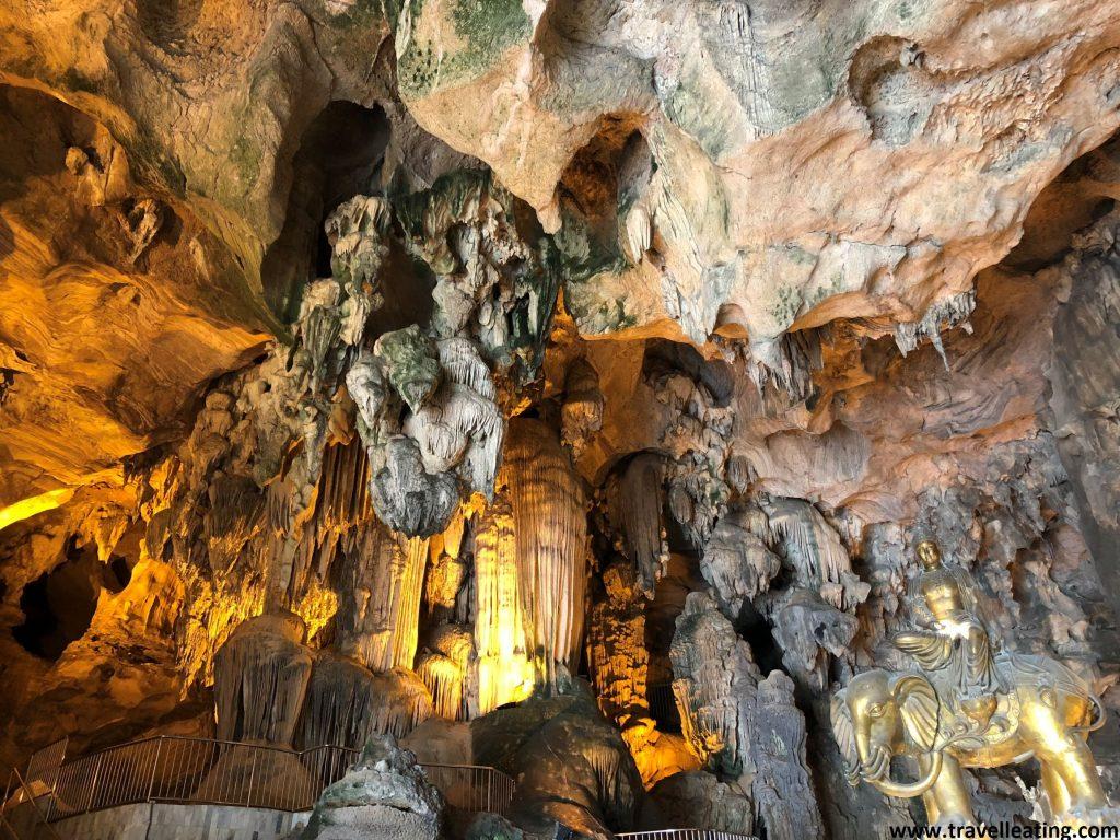 Templo Kek Look Tong, en las afueras de Ipoh. El templo se encuentra dentro de una cueva.