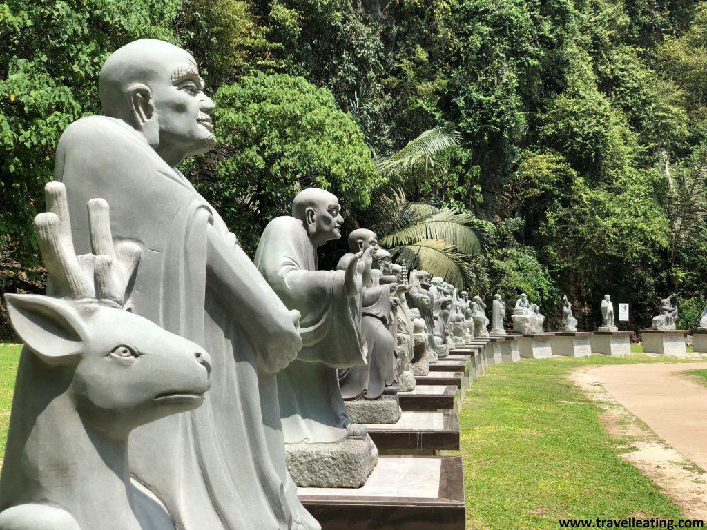 Estatuas en el jardín del Templo Kek Look Tong, en las afueras de Ipoh.