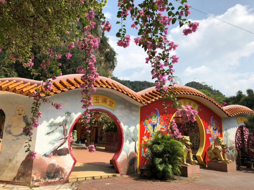 Puertas del Templo Ling Seng Tong. En las afueras de Ipoh.
