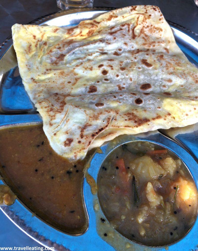 Roti con huevo, cebolla y queso del restaurante Kumar, Tanah Rata.