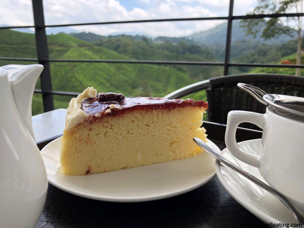 Pastel y té en la cafetería de la Boh Tea Plantation.