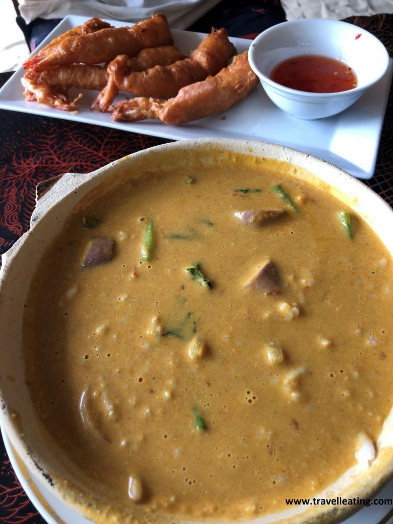 Curry de verduras y gambas en tempura del Ombak Resort de Perhentian Kecil.