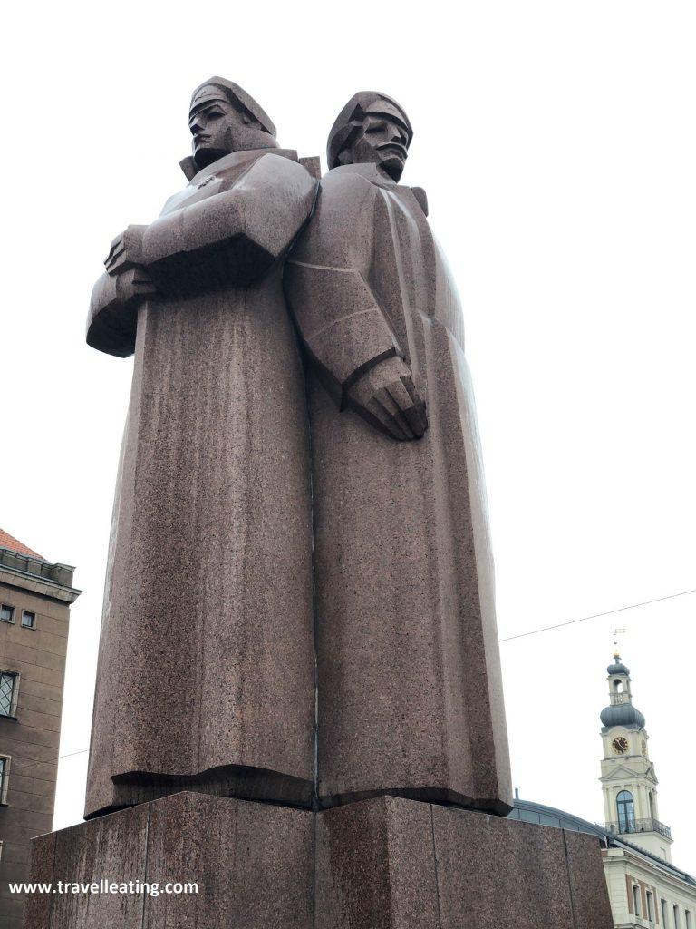 Monumento a los fusileros letones, en el centro de Riga.