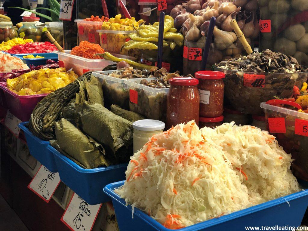 Encurtidos en el Mercado Central de Riga.