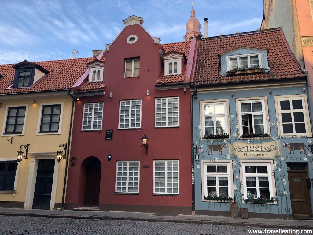 Restaurante con una de las fachadas más fotografiadas del casco antiguo de Riga.