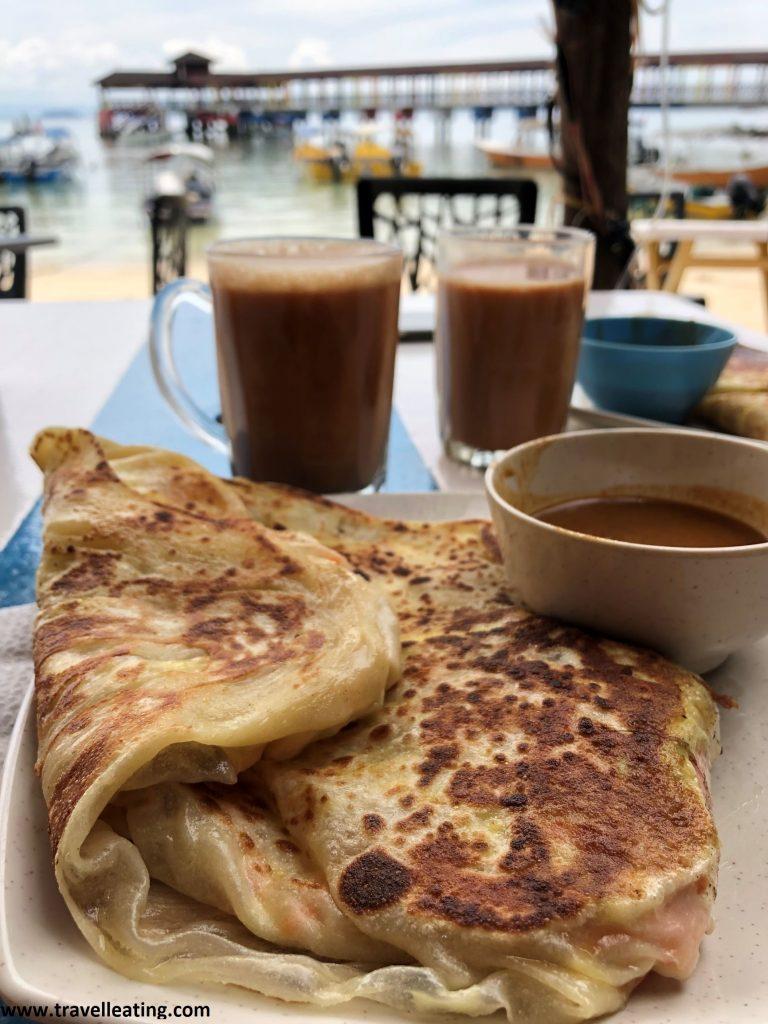 Rotis y teh Tarik en el restaurante Fatima's Place, de Perhentian Kecil.