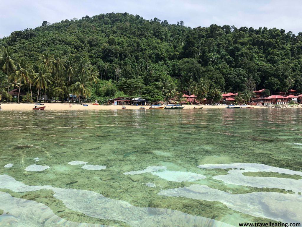 Coral Bay desde el muelle principal de Perhentian Kecil.