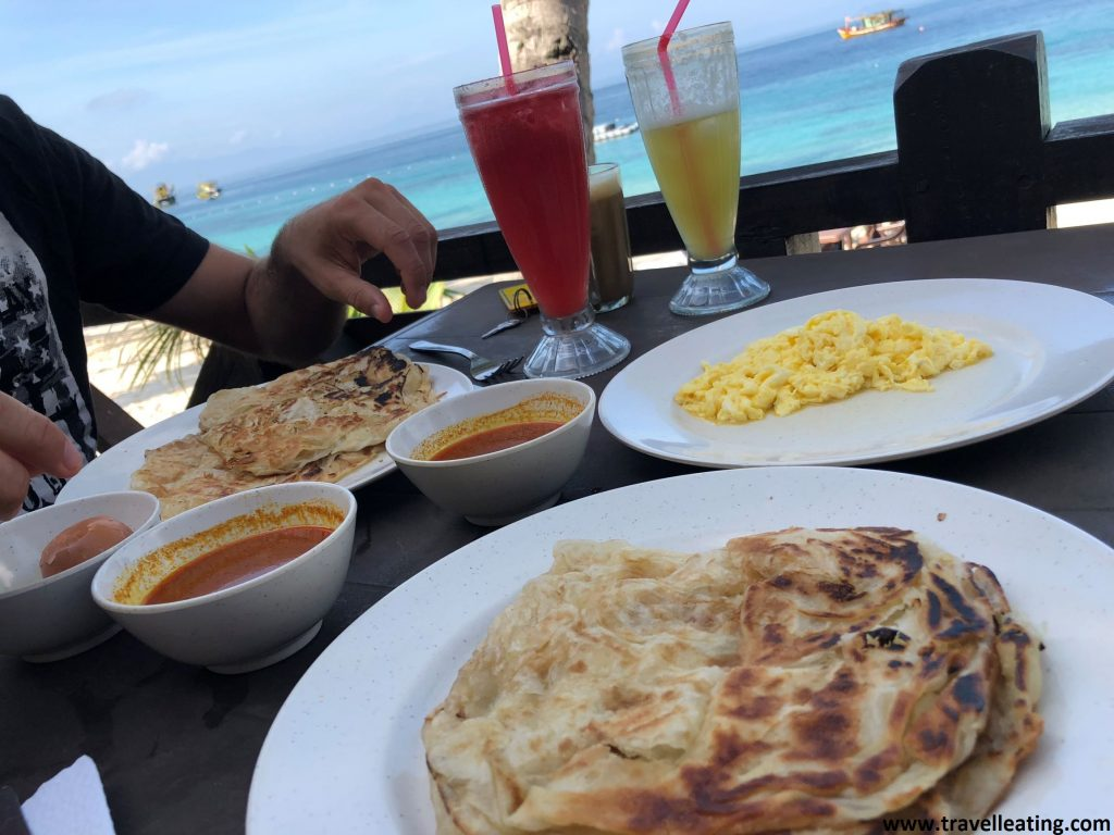 Desayuno del Abdul's Chalet en Perhentian Besar.