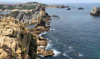 Acantilados espectaculares de la Costa Quebrada de Cantabria, otro de los imprescindibles de la tierruca.