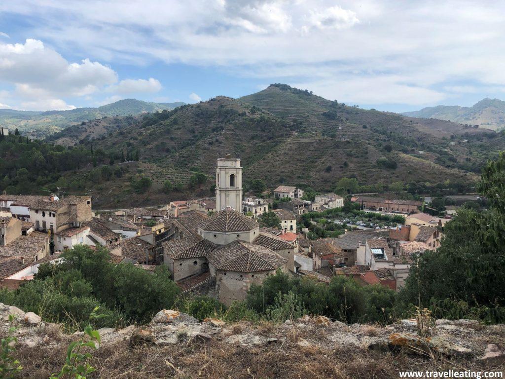 Vistas del pueblo de Porreras desde su mirador, una de las mejores cosas que ver y hacer en El Priorat.