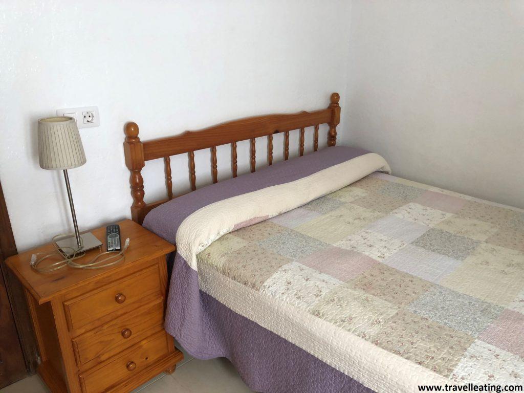Habitación doble sencilla de uno de los hoteles de la Isla de la Graciosa.