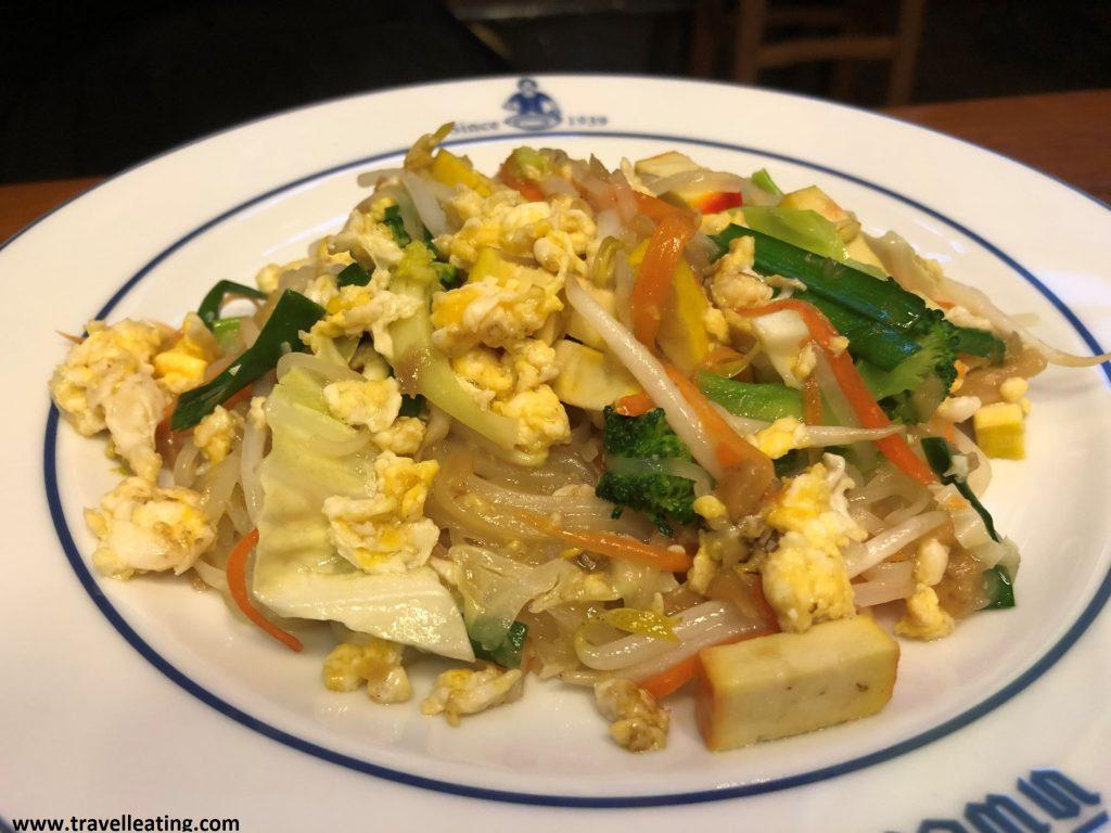 Pad Thai vegetariano, con tofu y verduras.
