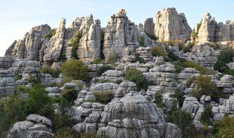 El Torcal de Antequera, este paisaje kárstico tan espectacular, es uno de los lugares imprescindibles que ver en Andalucía.
