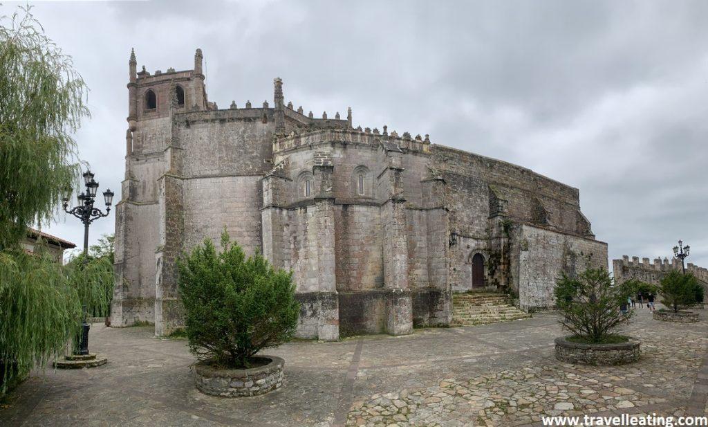 Iglesia de estilo gótico que se encuentra situada en lo alto de la villa.