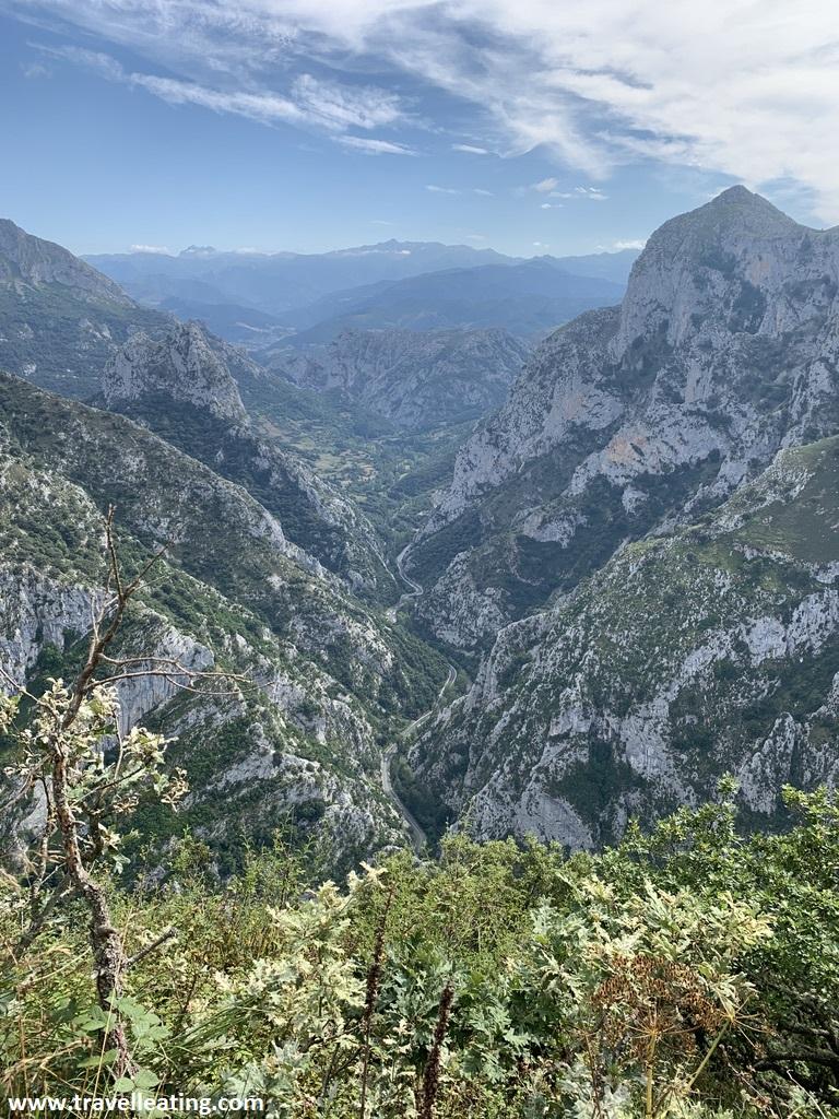 Impresionante desfiladero entre montañas de piedra caliza. Una de mejores cosas que ver y hacer en Liébana