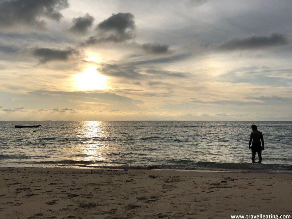 Puesta de sol en Mira Beach, Perhentian Kecil.